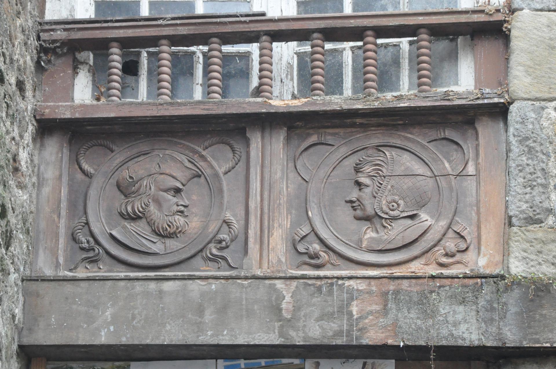 médaillons sculptés de Jacques cartier et sa femme